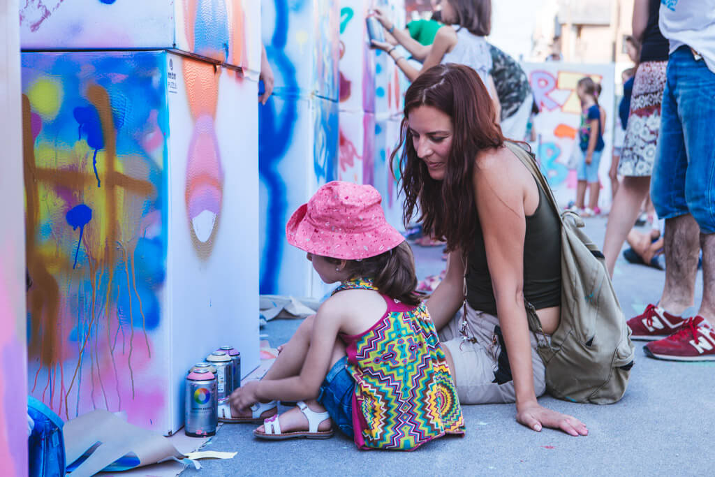 http://2017.usbarcelona.com/wp-content/uploads/2016/10/graffiti-ús-barcelona-rebobinart-taller-talleres-1.jpg